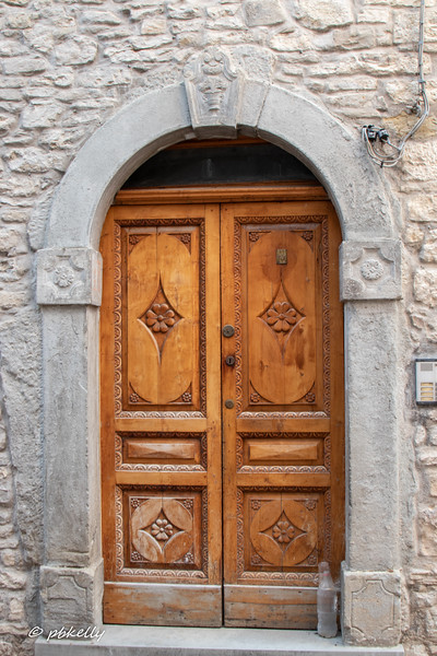 A few house doors, next. One of my other favorite things in Italy.