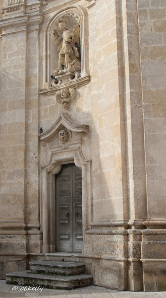 Another door to the Chiesa del  Purgatorio.