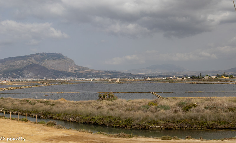 Wider view of the salt flats.