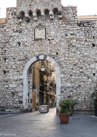 091621.  Porta Catania, gateway to the old city of T0armina.