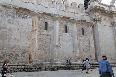 091621.  Cathedral of Siracusa showing usage of the old Greek columns from the original temple of Athena.