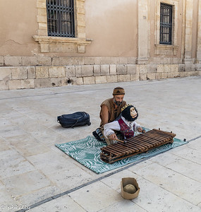 091921.  Siracusa.  Never seen this type of puppeteering before.