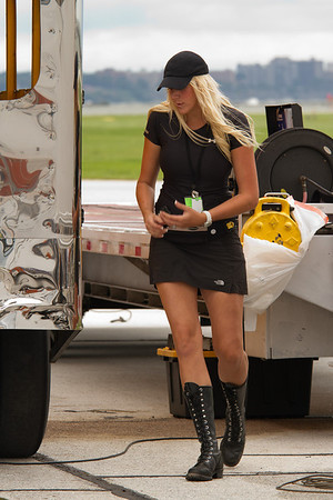 How can she work on the Jet Bus and stay so clean?<br /> 2011 Cleveland National Air Show