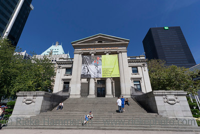 Vancouver, British Columbia, Canada – August 5, 2005: Vancouver Art Gallery in front of Hotel Vancouver, Canada. The Vancouver Art Gallery is a neoclassical Building, was designed by Francis Rattenbury, built 1906 and is the largest art gallery in Western Canada.