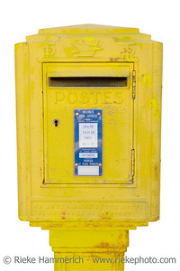 letterbox - snail mail in france - adobe RGB