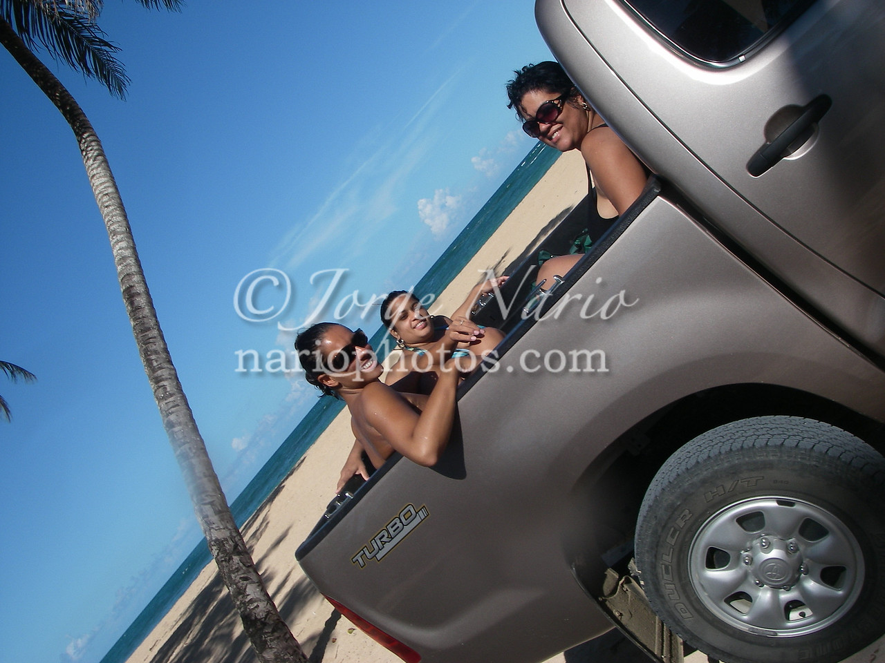 <b><font color=yellow>Back on the pickup, Onwards to the SECOND beach of the day...</font></b> Playa Grande