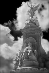 Queen Victoria Memorial (B&W, London)