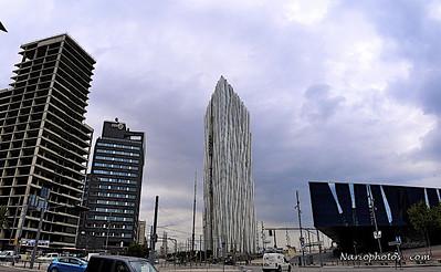 "ThisbuildingisNOTfakenorisbrokenorunfinished.ArchitectureinBarcelonaisveryverydiverse... 2010-07-23_13-11-57 -Version2 """"Catedral Sagrada Familia Cathedral"""