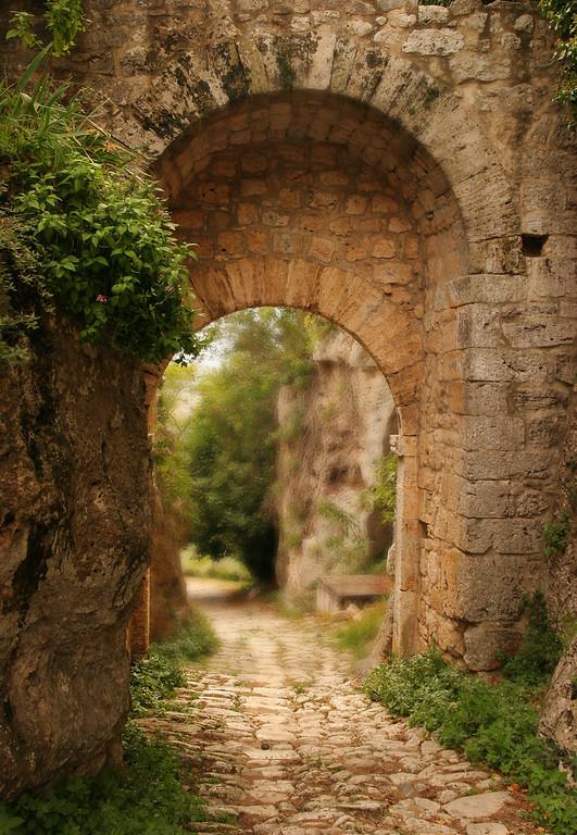 Etruscan gate, Saturnia