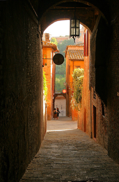 Arch and alley, Siena