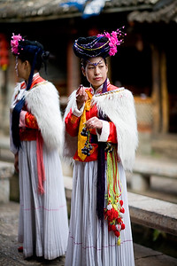 Another two NAaxi ladies waiting for customers to the restaurants