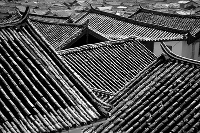 """Is this the """"must have"""" picture of Lijiang roof tops? Instead of showing the traditional picture of all the roof tops seen from a hill, i tried to get closer and show the details by making it B&W"""