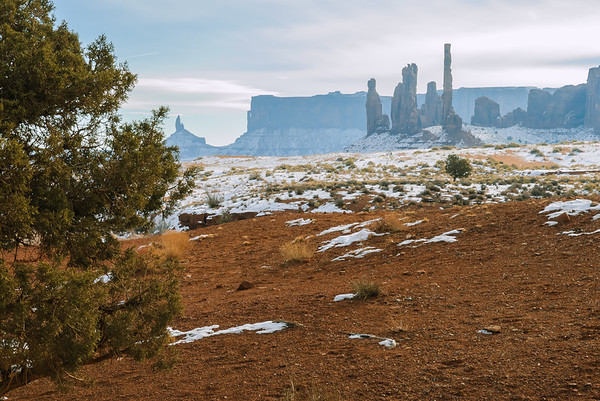 Totem Poles, Monument Valley, Kaytena AZ (18 December 2007)