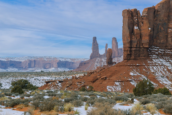 The Tumb & Three Sisters, Monument Valley, Kayenta AZ (18 December 2007)
