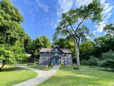 IMG_1240e-Louisa May Alcot Orchard House