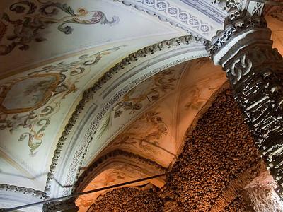 Évora - Igreja de S. Francisco: Capela dos Ossos