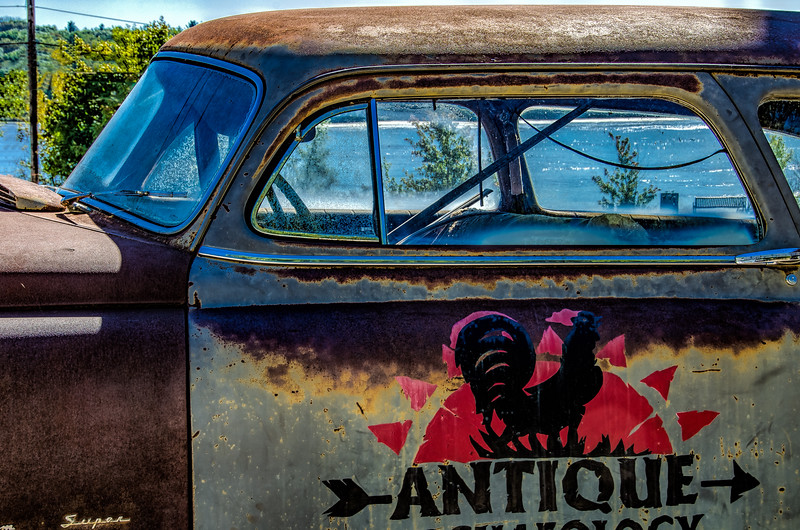 Antique Archaeology logo on old car