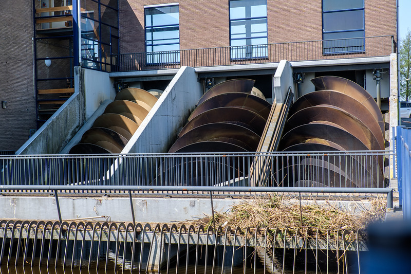 This huge pumping station replaces 24 windmills