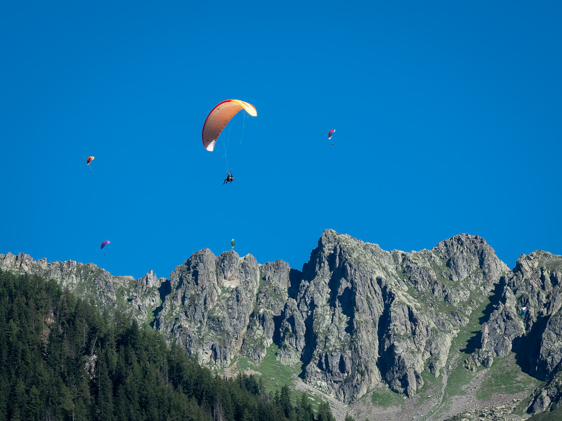 Paragliders, Lauterbrunnen Valley