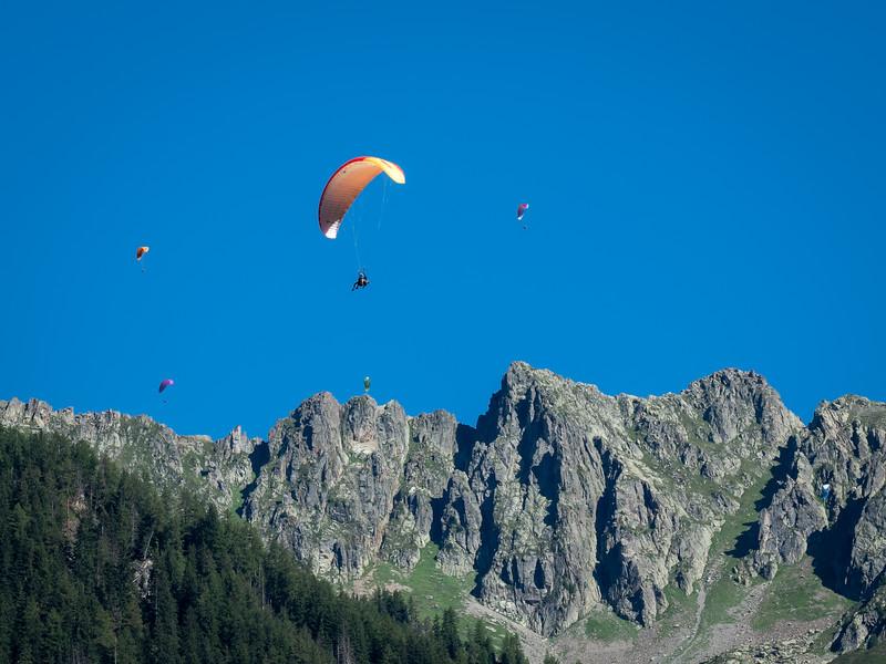 Paragliders, Lauterbrunnen Valley