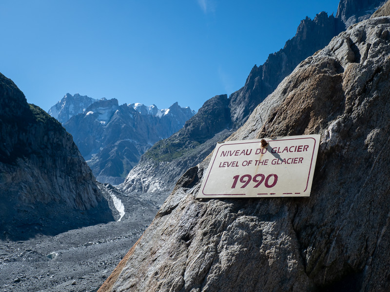 Sign showing the degree of glacier melt since 1990
