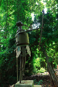09AZa5195 Africa Animist Benin Ouidah Sacred Forest Statue
