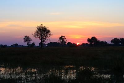 09AZa8398 Africa Botswana Okavango Delta River Seronga Dawn