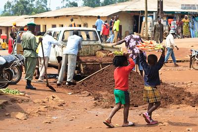 09AZb2448 Africa Balance Cameroon Carrot Market Truck Wum