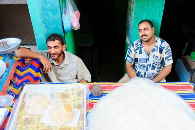 09AZa11988 Africa Egypt Green Meal Vendor Men Zagazig