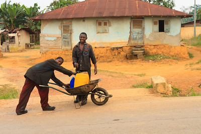 09AZa6948 Africa Full Body Gabon Kids Oyem Streets