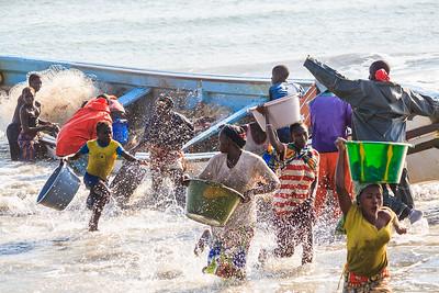 09AZb1020 Africa Boat FisherGambia Gunjur PortTransport Work