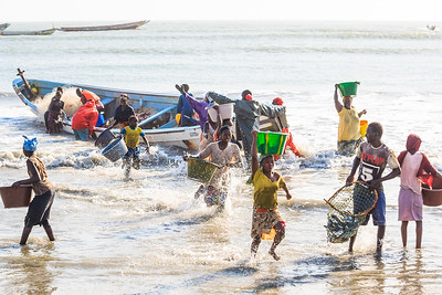 09AZb1021 Africa Boat Fishermen Gambia Gunjur PortTransport