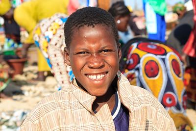 09AZb1001 Africa Gambia Gunjur Kids Port Ports Streets