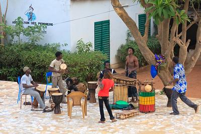 09AZa2452 Africa Bamako Mali Musicians Young Men Young Women