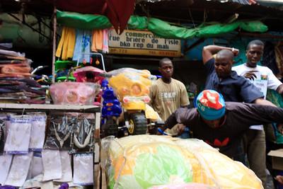 09AZa2485 Africa Bamako Candids Mali Markets Streets