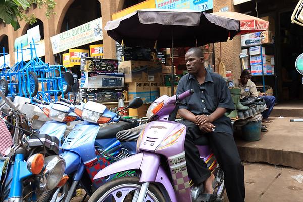 09AZa2494 Africa Bamako Mali Motorbike Street Transport