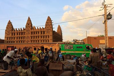 09AZa3646 Africa Islam Koro Mali Market Mosques Faith Street