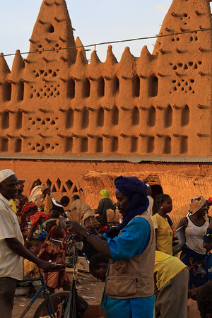 09AZa3647 Africa Islam Koro Mali Market Mosques Faith Street
