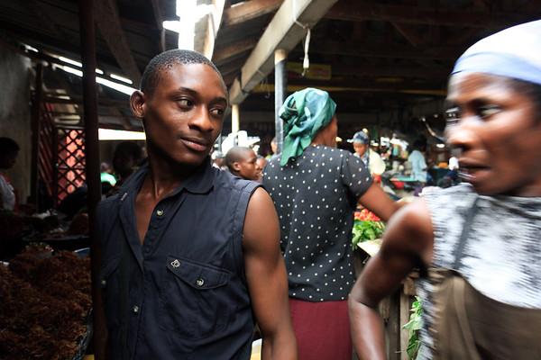 09AZa5387 Africa Calabar Cross River Nigeria Watt Market