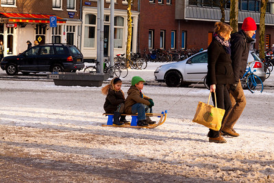 Sledding across Nieuwmarkt