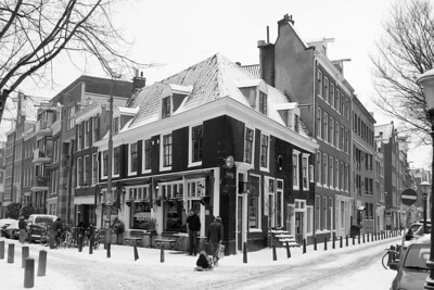 Café Thijssen decked in snow
