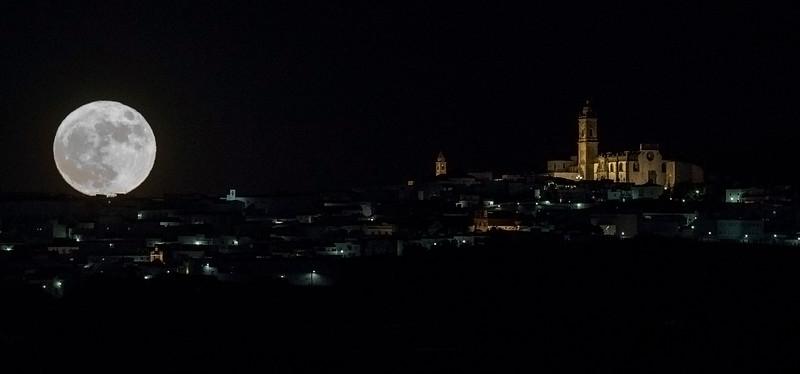 Moon rising in Medina Sidonia (Cadiz)