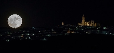 Moon rising in Medina Sidonia (Cadiz)
