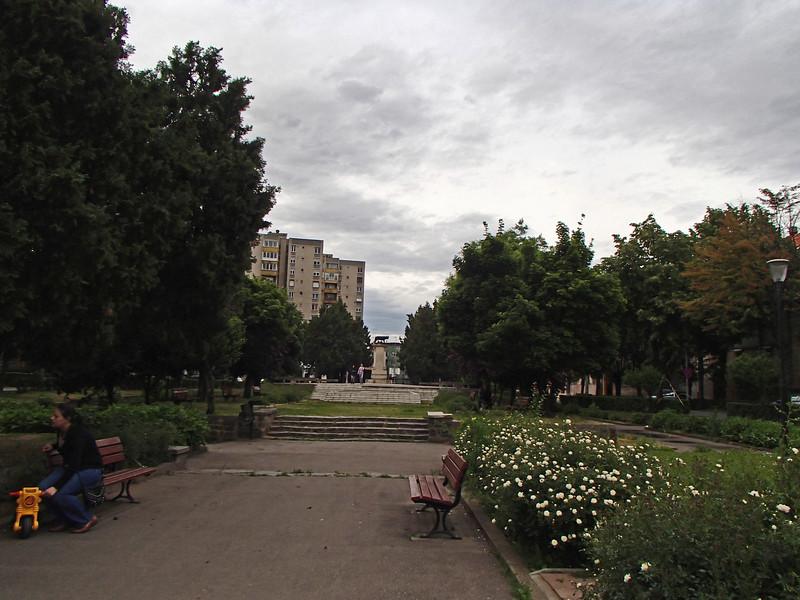 0122 Szatmar park across the street