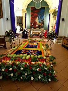 A velación at the Catedral de San José in Antigua.