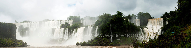 Iguacu Falls, in the Iguacu River, is, actually, a system of 275 falls along almost five kilometers in the Brazil-Argentina border. The highest fall is 64 meters high and the others has 30 to 40 meters high. Both, Brazil and Argentina, surrounds the area with national parks.