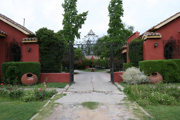 "Casa San Regis outside San Esteban in the Aconcagua Valley. See: <a href=""http://www.casasanregis.cl/2008/"">http://www.casasanregis.cl/2008/</a>"