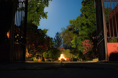 Entrance courtyard of Casa San Regis outside San Esteban in the Aconcagua Valley. See: http://www.casasanregis.cl/2008/