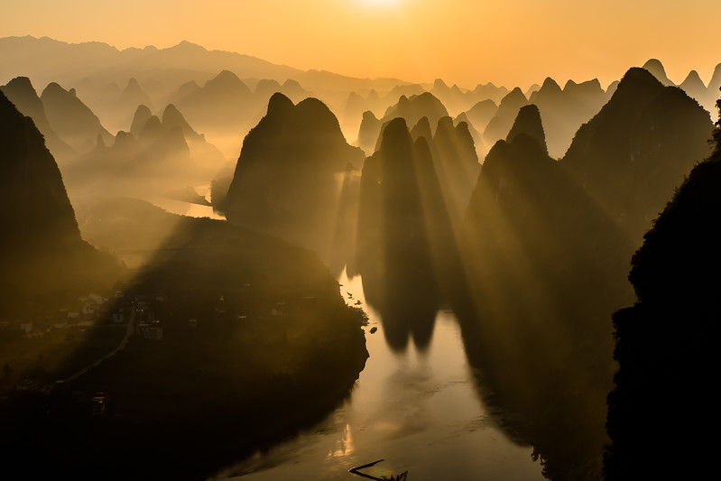 Sunrise on Li river
