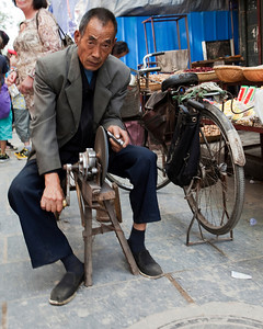 Knife Sharpener, West Yangsi, Muslim Quarter, Xian